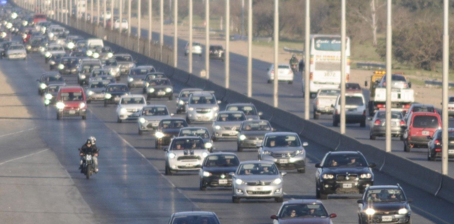 La Autopista La Plata-Buenos Aires es un caos y apuntan contra Aubasa