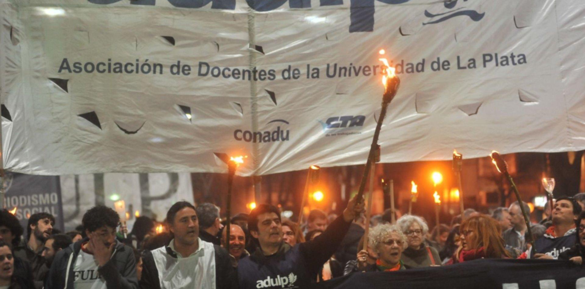 Paro y marcha: universitarios en pie de guerra exigen más presupuesto y una suba salarial