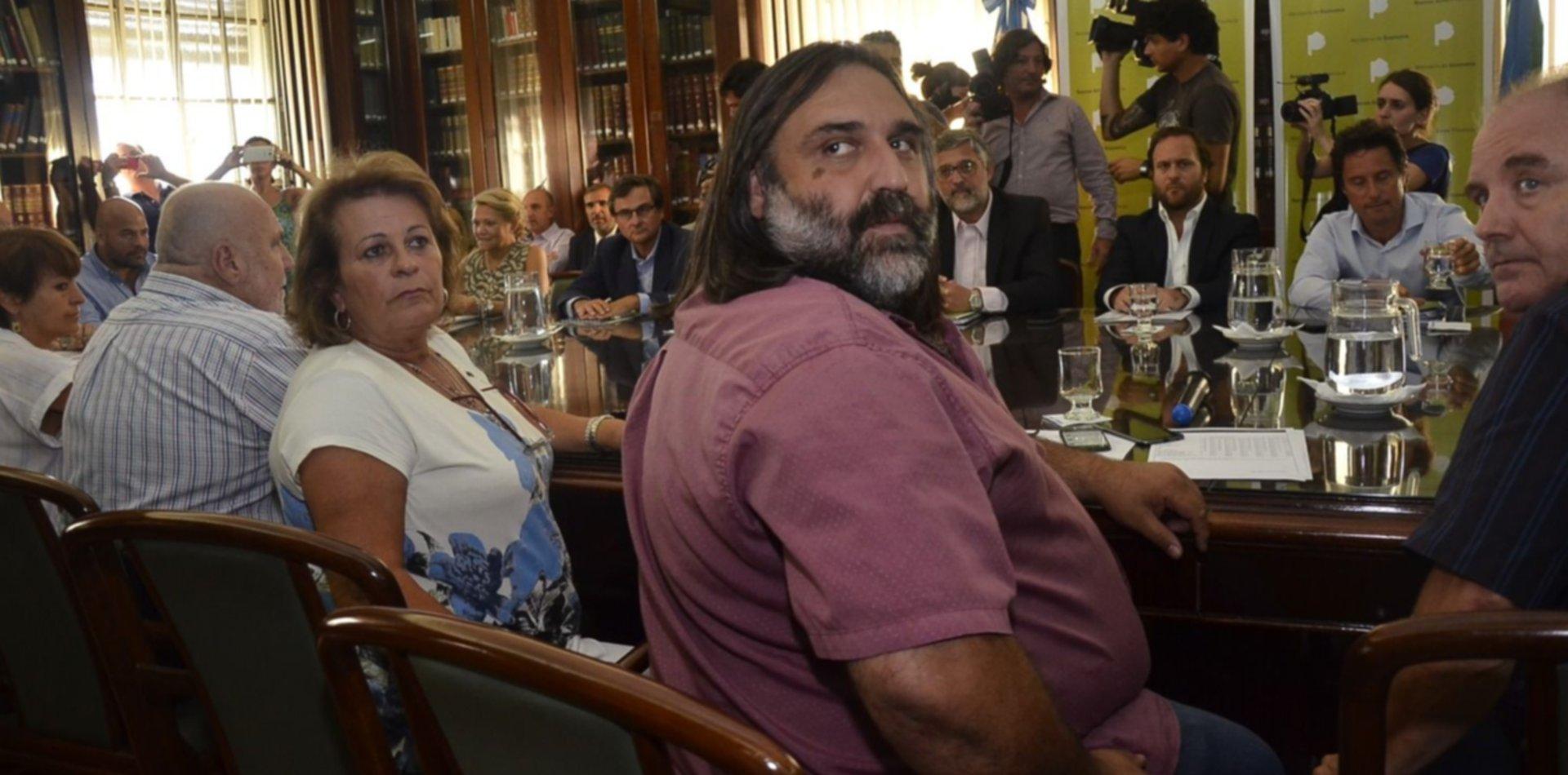 """Baradel amenaza con un nuevo paro docente por el conflicto en Chubut: """"No da para más"""""""