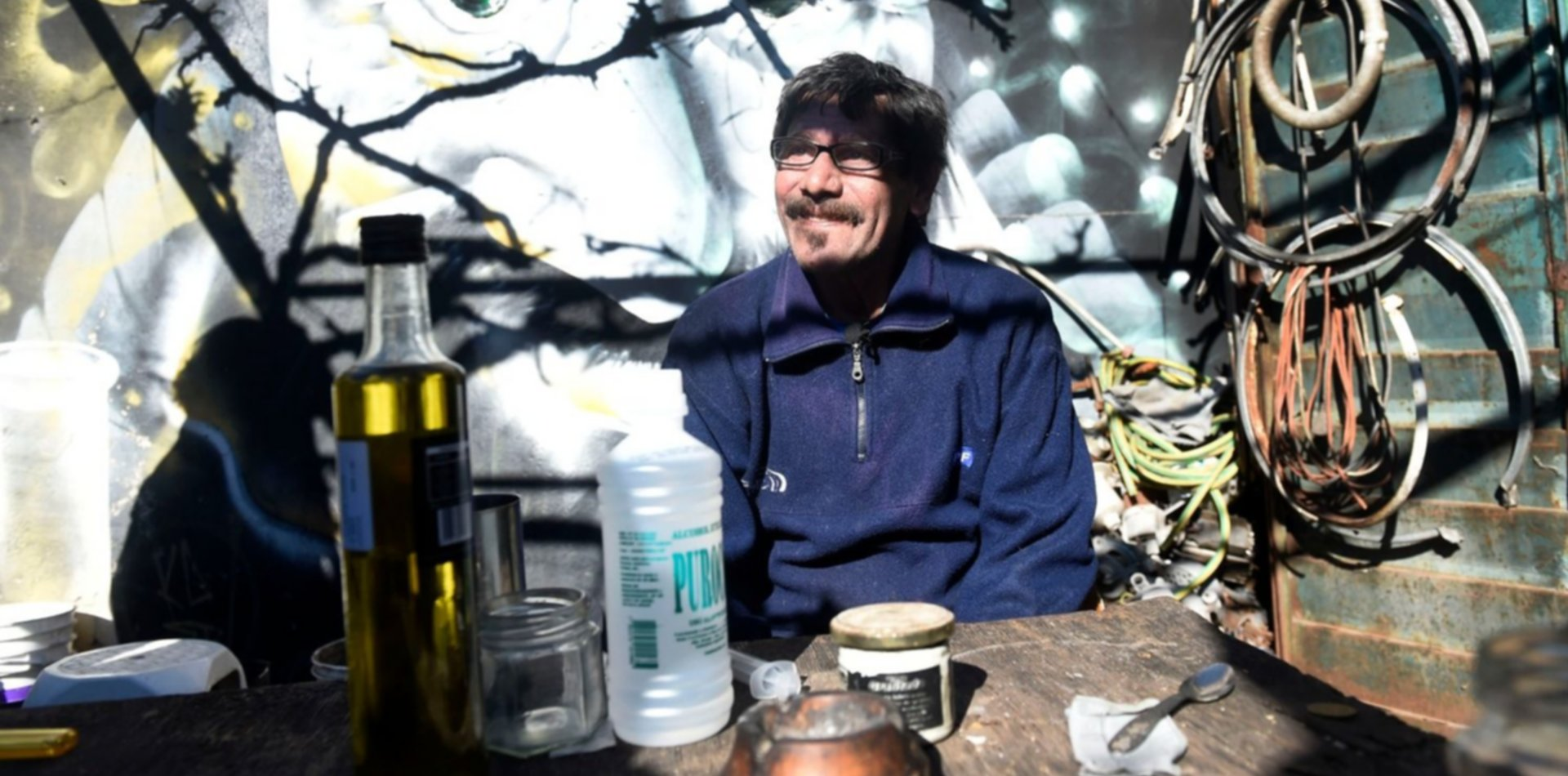 """Donaron al CONICET los materiales con los que el """"profesor Loza"""" hacía aceite de cannabis"""