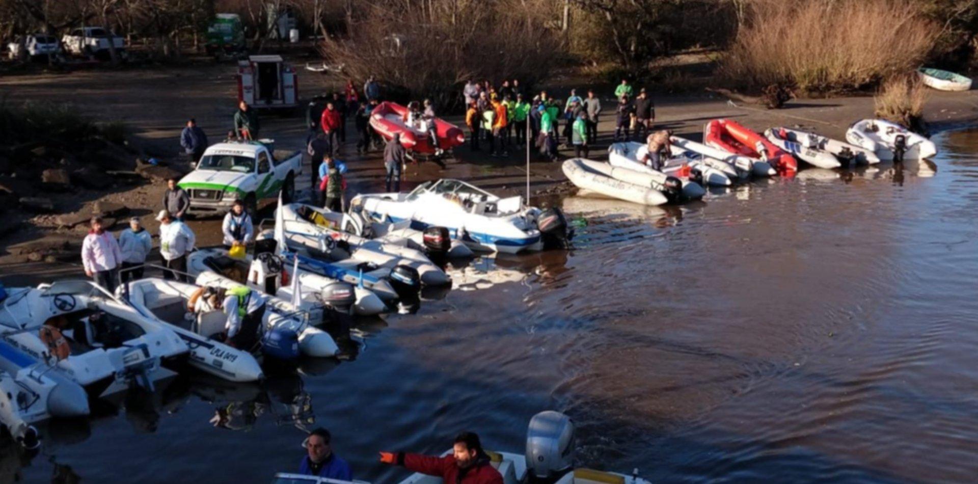 Retomaron la búsqueda de los pescadores perdidos en el Río de la Plata y crece la angustia