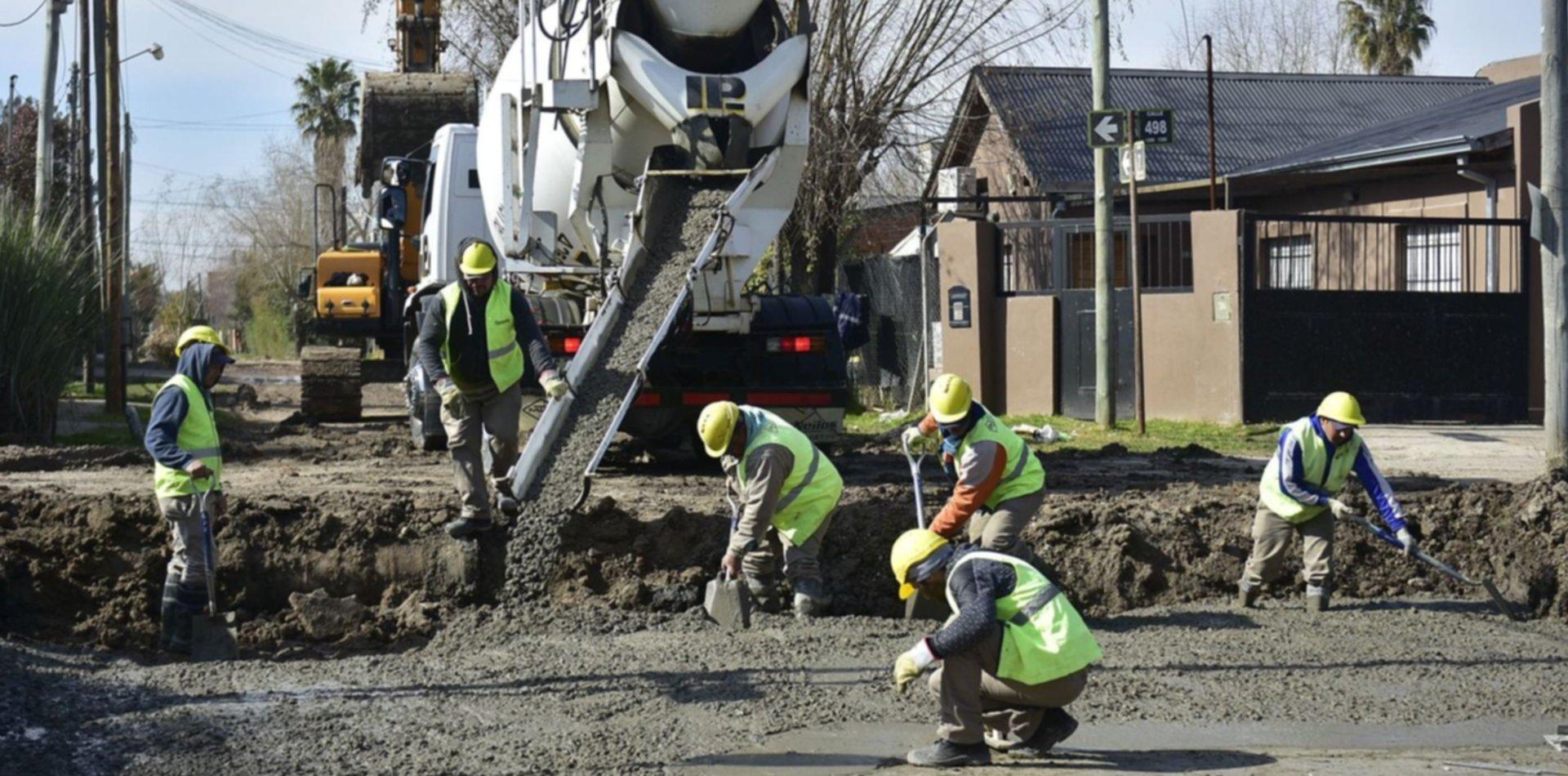 Avanzan con el plan de obras hidráulicas, cloacas y pavimento en Villa Castells