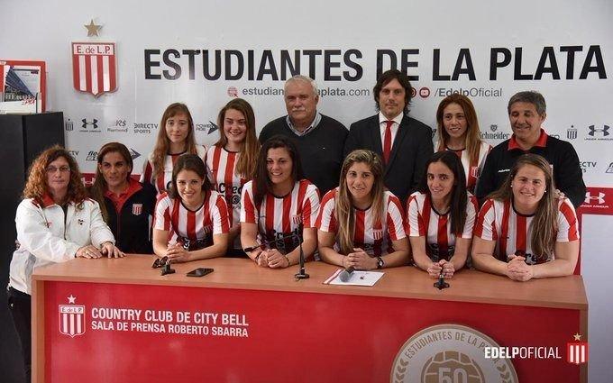 Día histórico para las pinchas: ocho jugadoras firmaron un contrato profesional