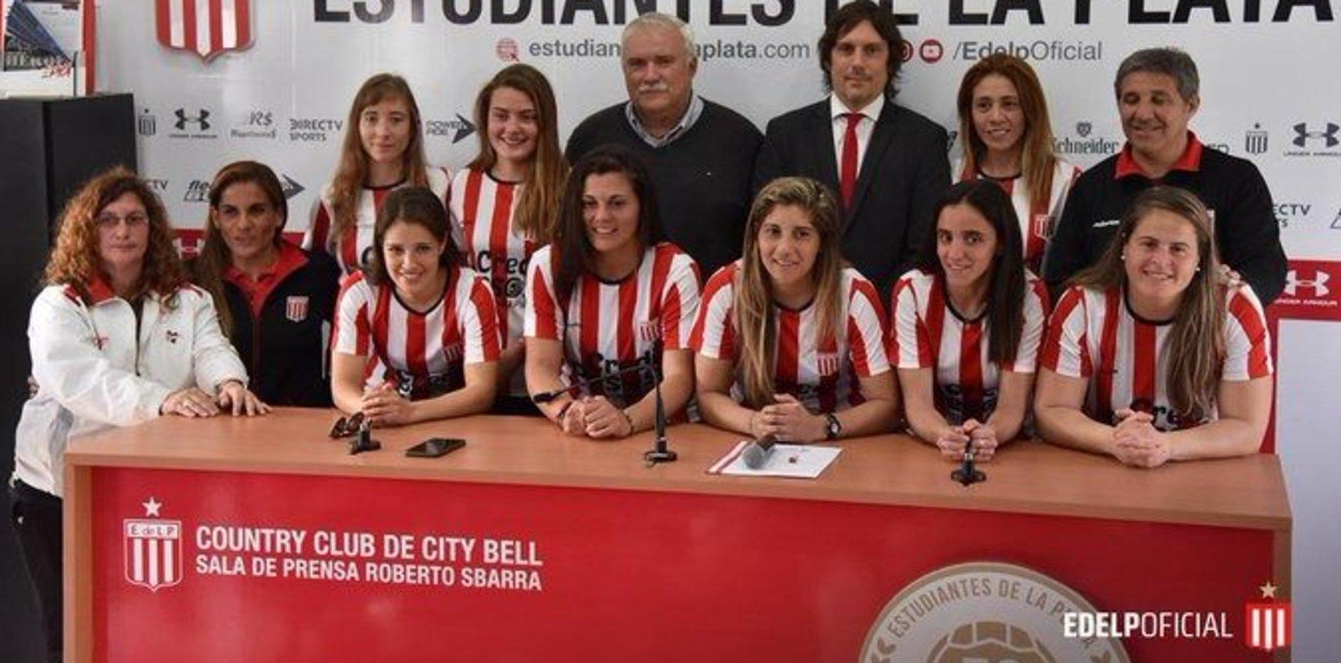 Día histórico para las pinchas: ocho jugadoras de Estudiantes firmaron un contrato profesional