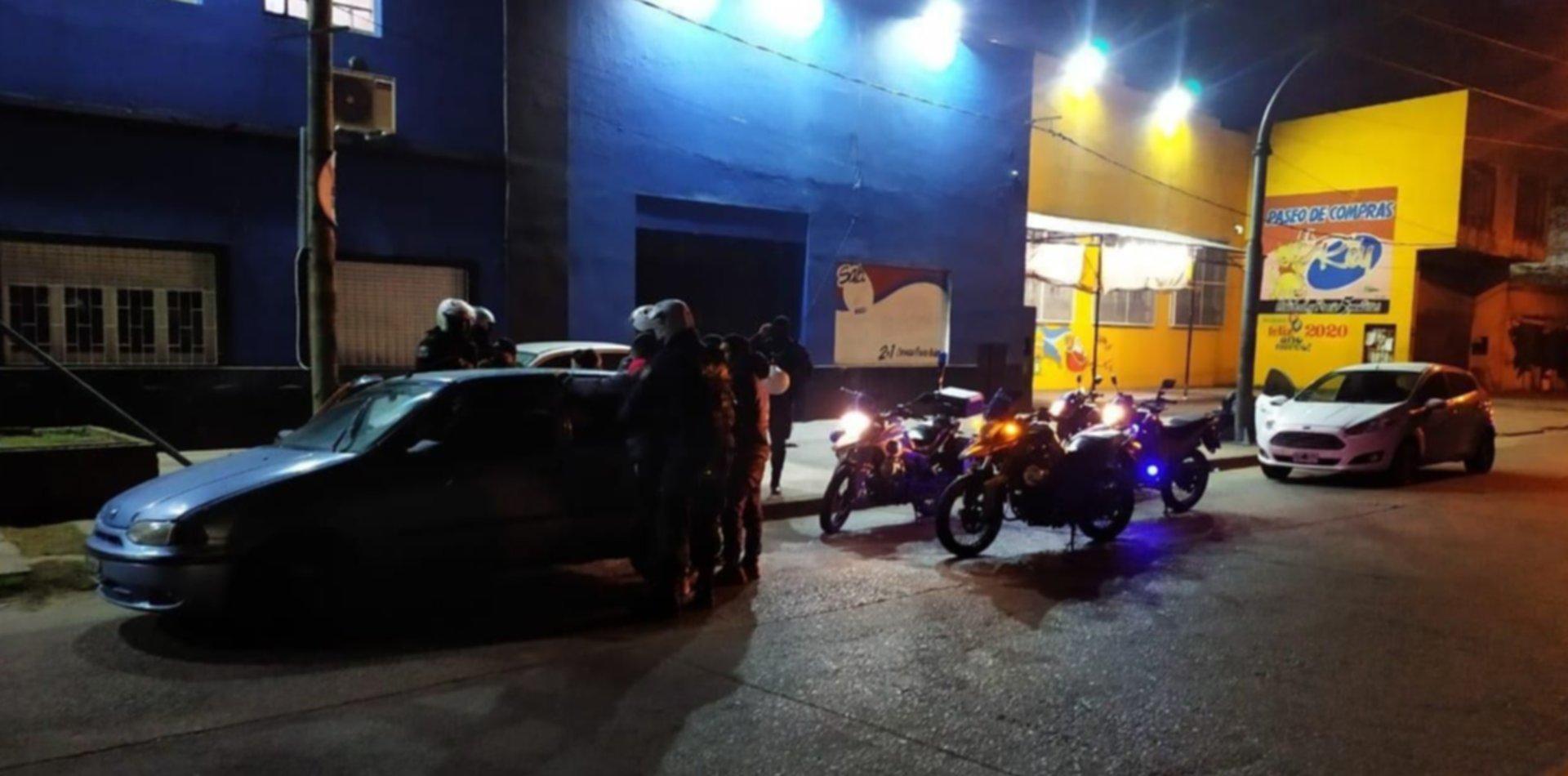 Detuvieron a siete personas en la zona roja y secuestraron un auto y marihuana