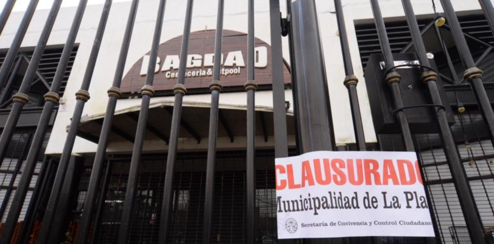 Fiesta clandestina y escándalo en La Plata: los descubrieron y se atrincheraron