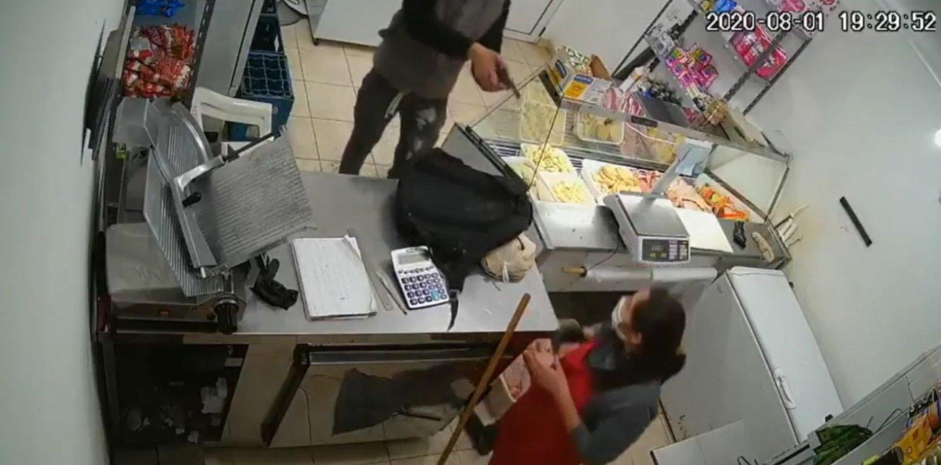 Violento robo en La Plata: le apuntó a la cara con un arma y escapó con la recaudación