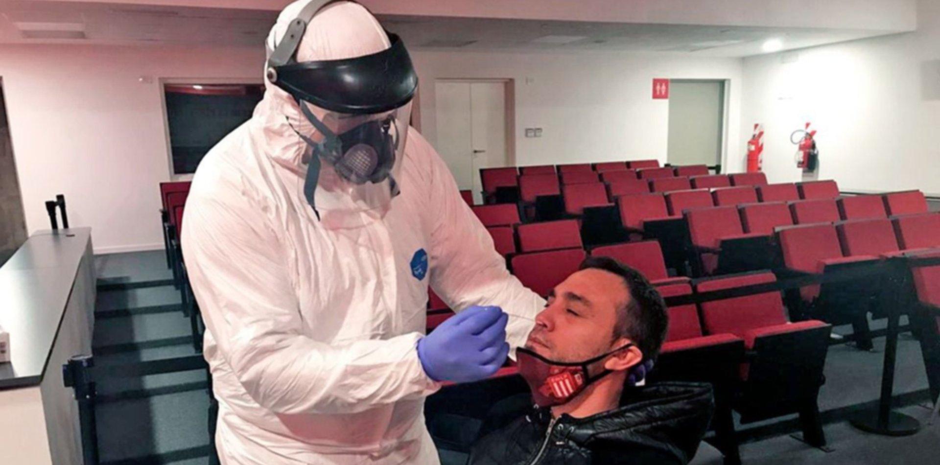 Los jugadores de Estudiantes se hicieron los testeos de coronavirus en UNO