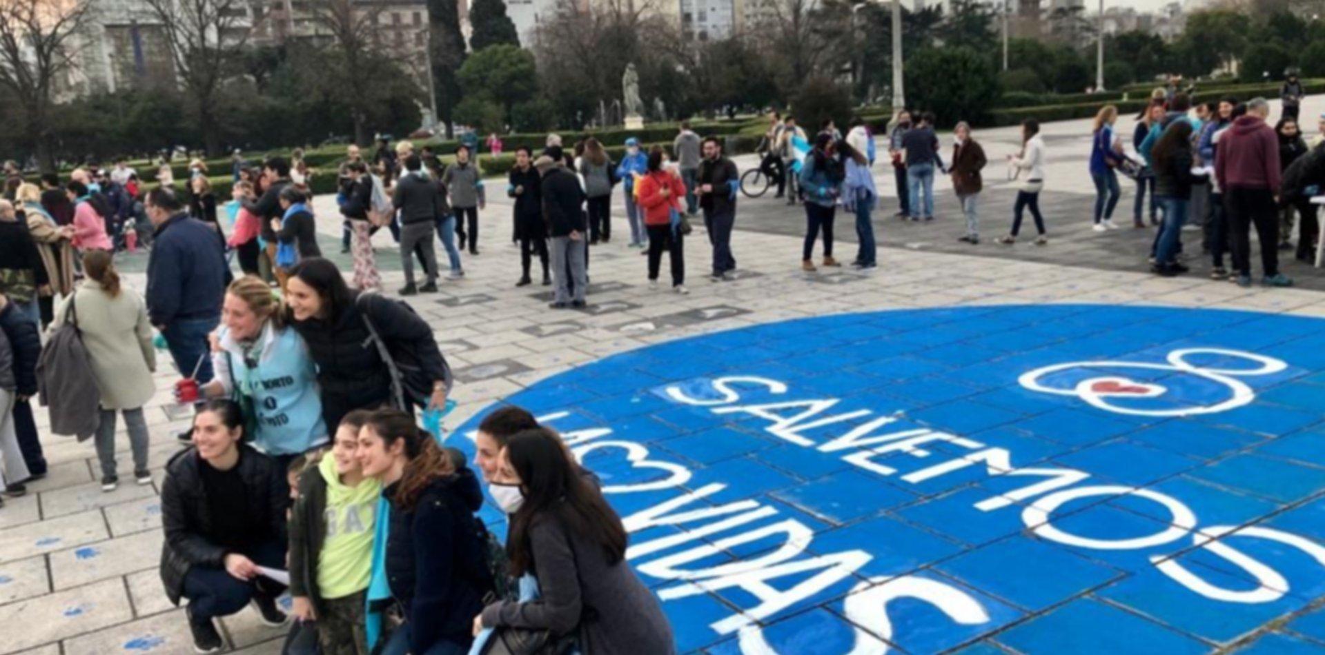 """VIDEO: Acto """"provida"""" en La Plata con pintadas y protestas contra la ley del aborto"""