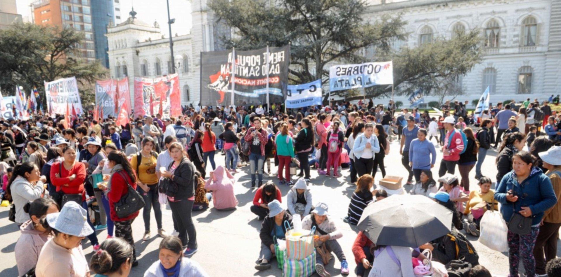 El centro será un caos: organizaciones sociales se movilizan de 13 y 32 a Plaza Moreno