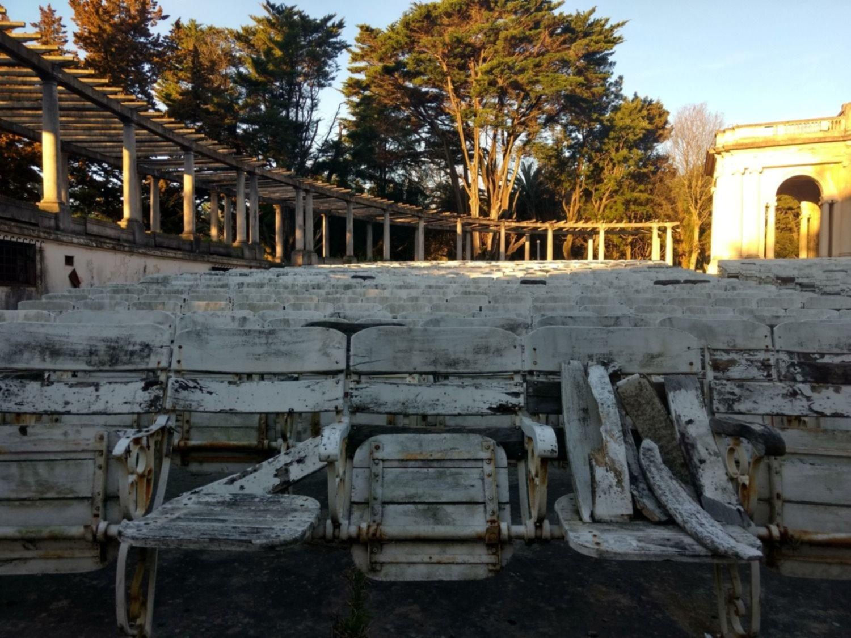 Tras años de abandono, ¿vuelve el Teatro del Lago a manos de la Municipalidad?