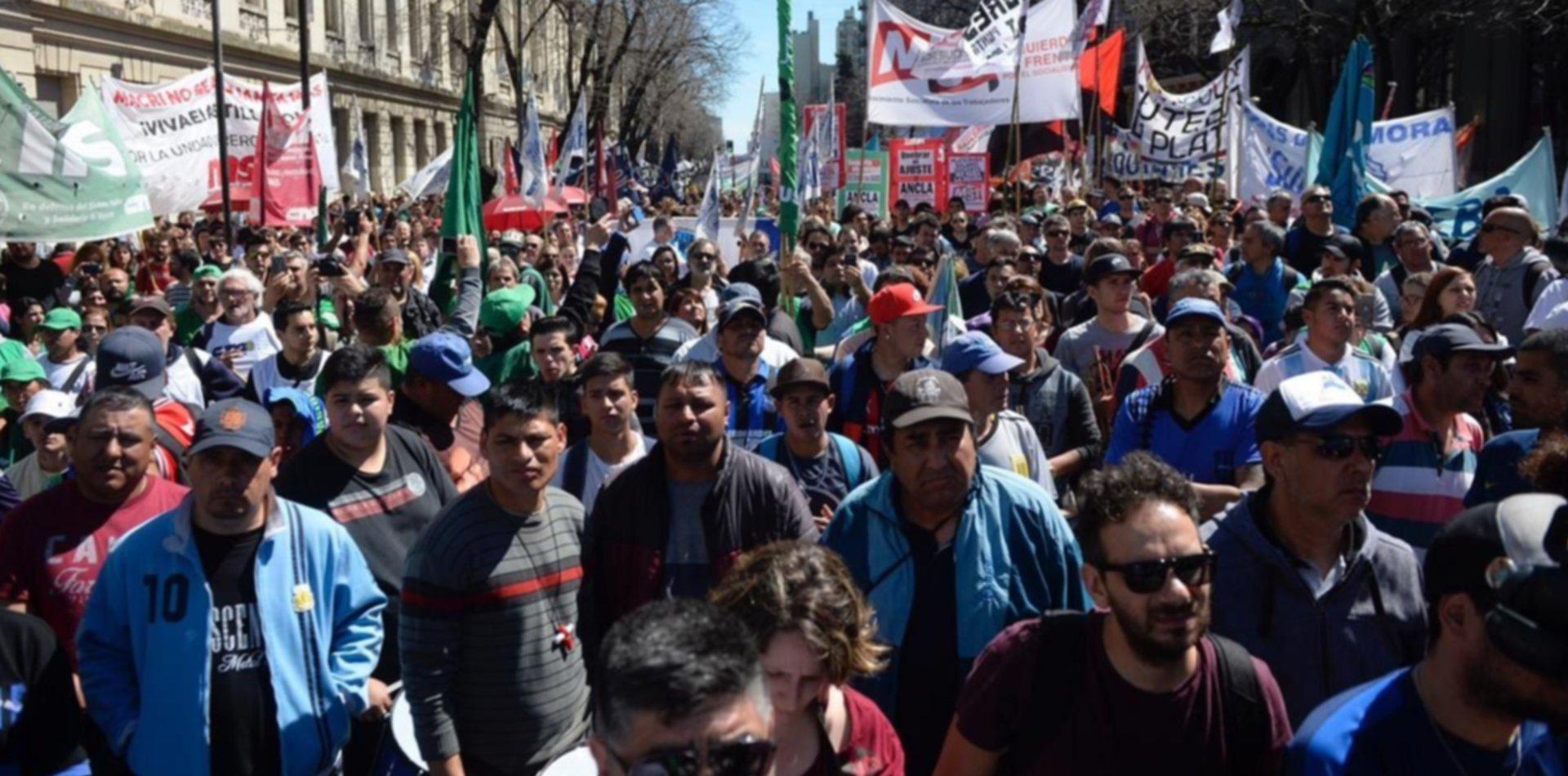 Ciudad movilizada: docentes, estatales, médicos y judiciales marchan por el centro de La Plata