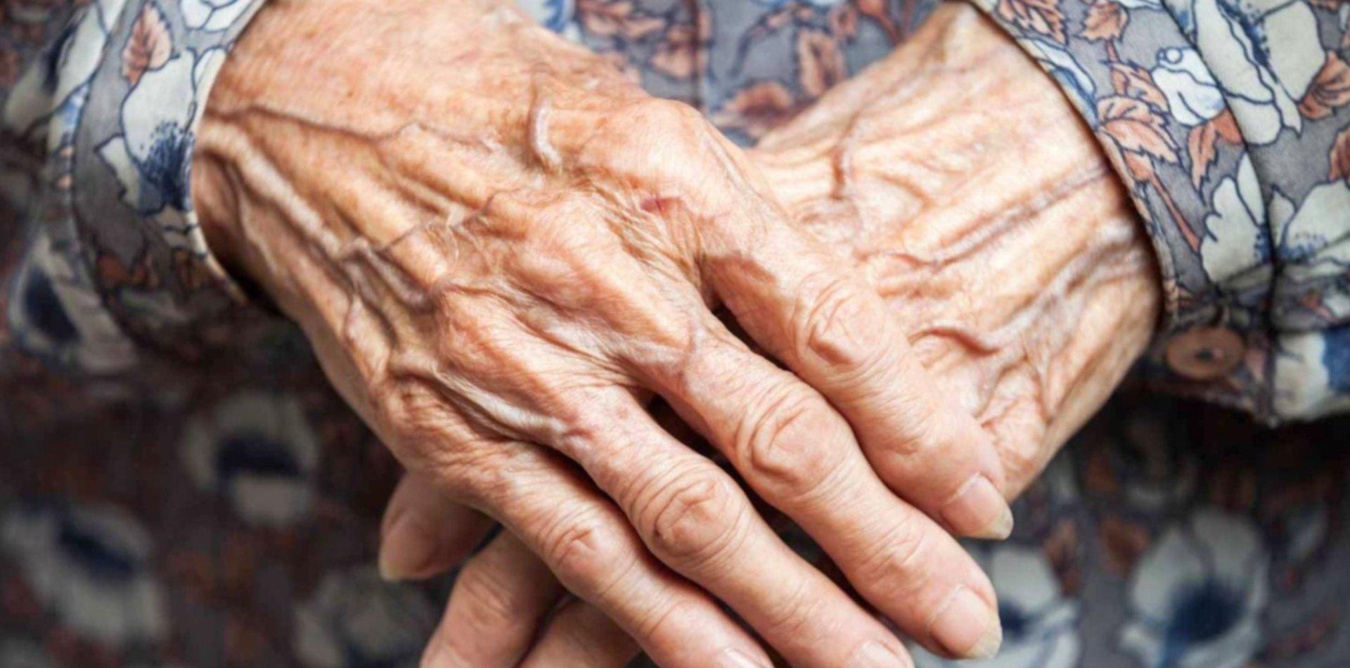 Le robaron más de 130 mil pesos a una jubilada en Ensenada con el cuento del tío