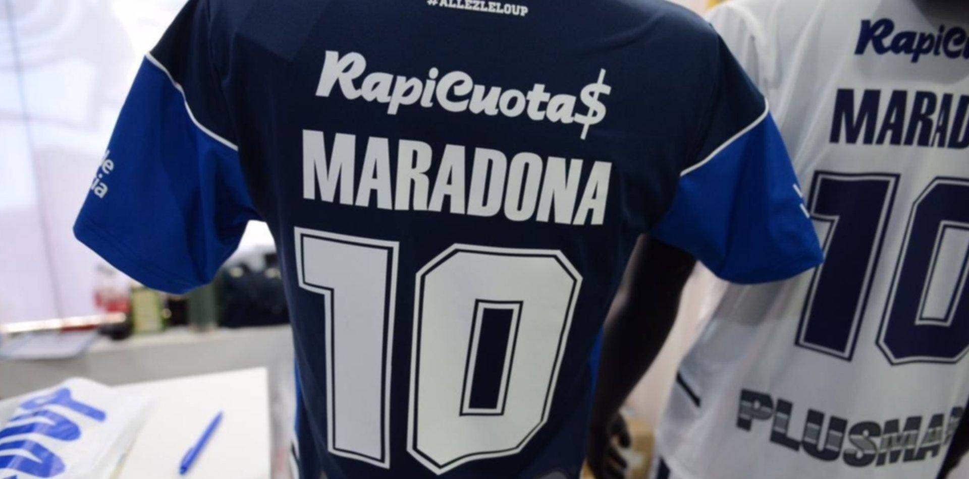 """Un grupo de fanáticos triperos quiere retirar el """"10"""" de Gimnasia en homenaje a Maradona"""