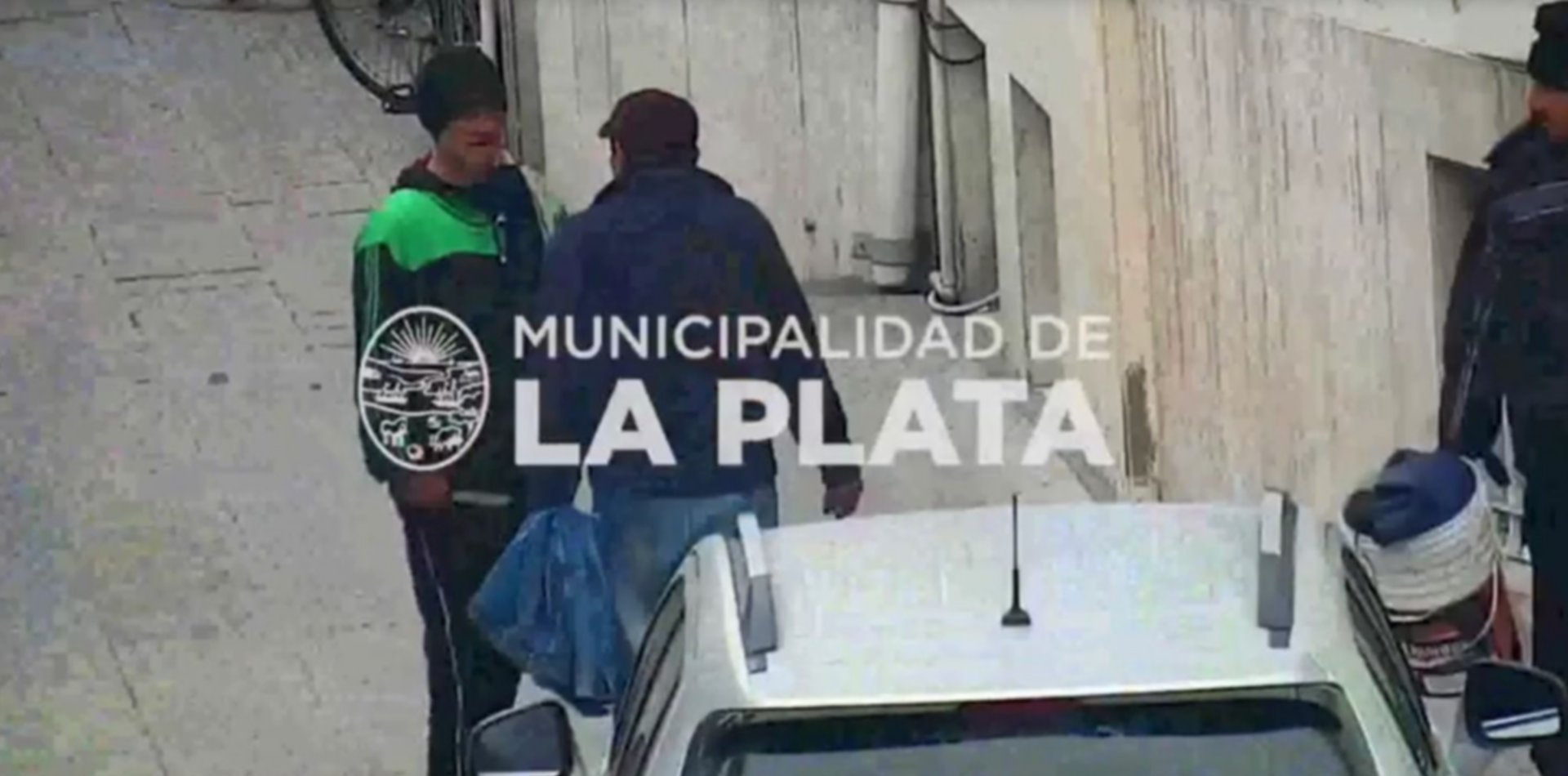 VIDEO: Un grupo de trapitos se peleó con cuchillos a metros del ministerio de Seguridad