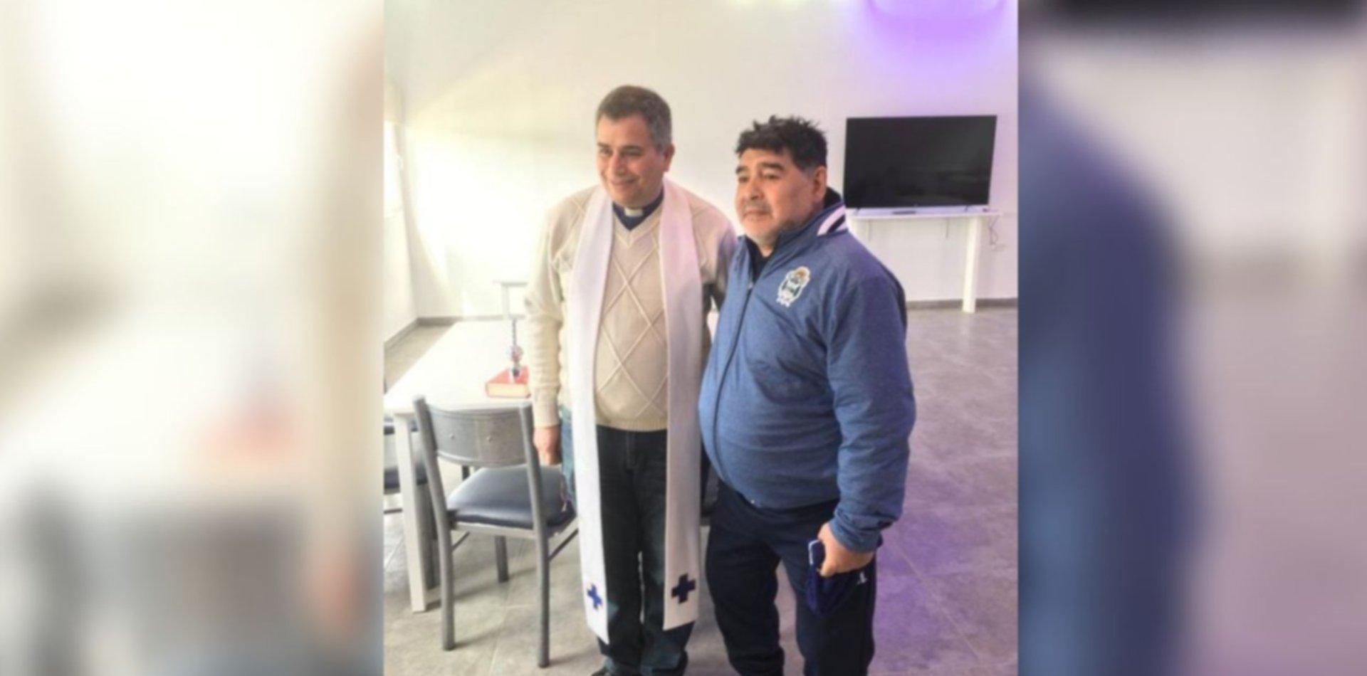 Un cura y otras cábalas: los extraños pedidos de Maradona para cambiar la suerte de Gimnasia