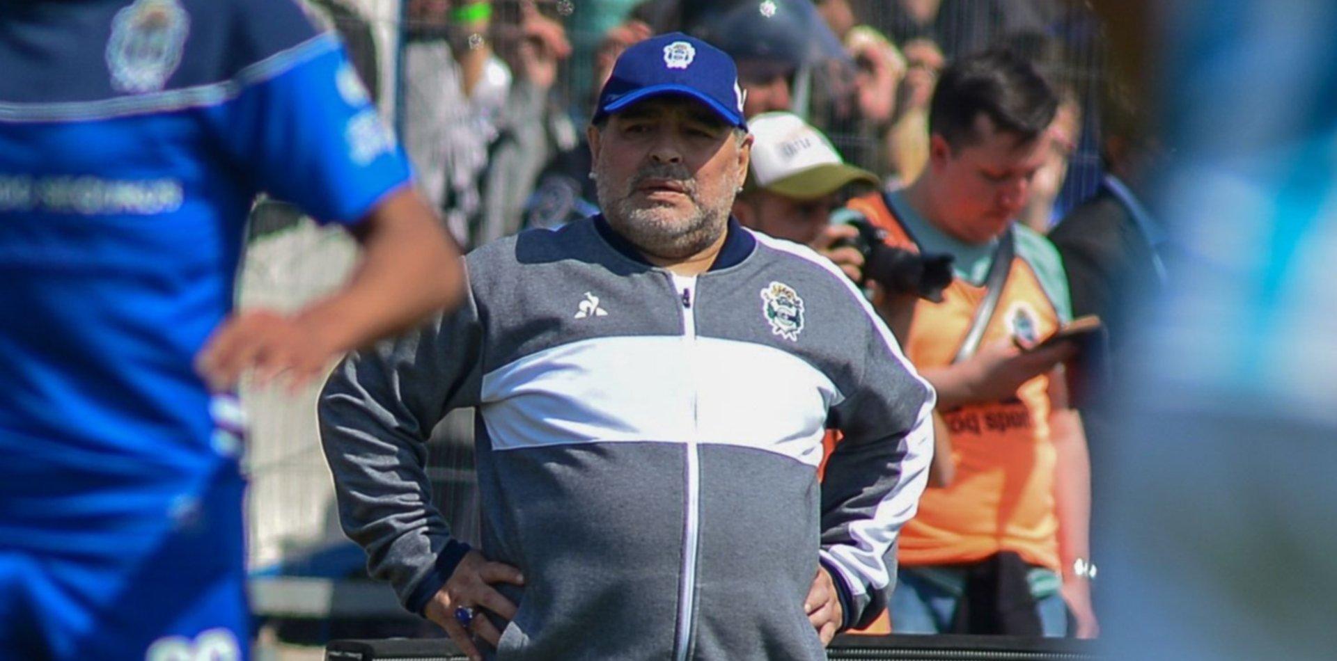 Maradona habló con un ex delantero de River y San Lorenzo para que se sume a Gimnasia