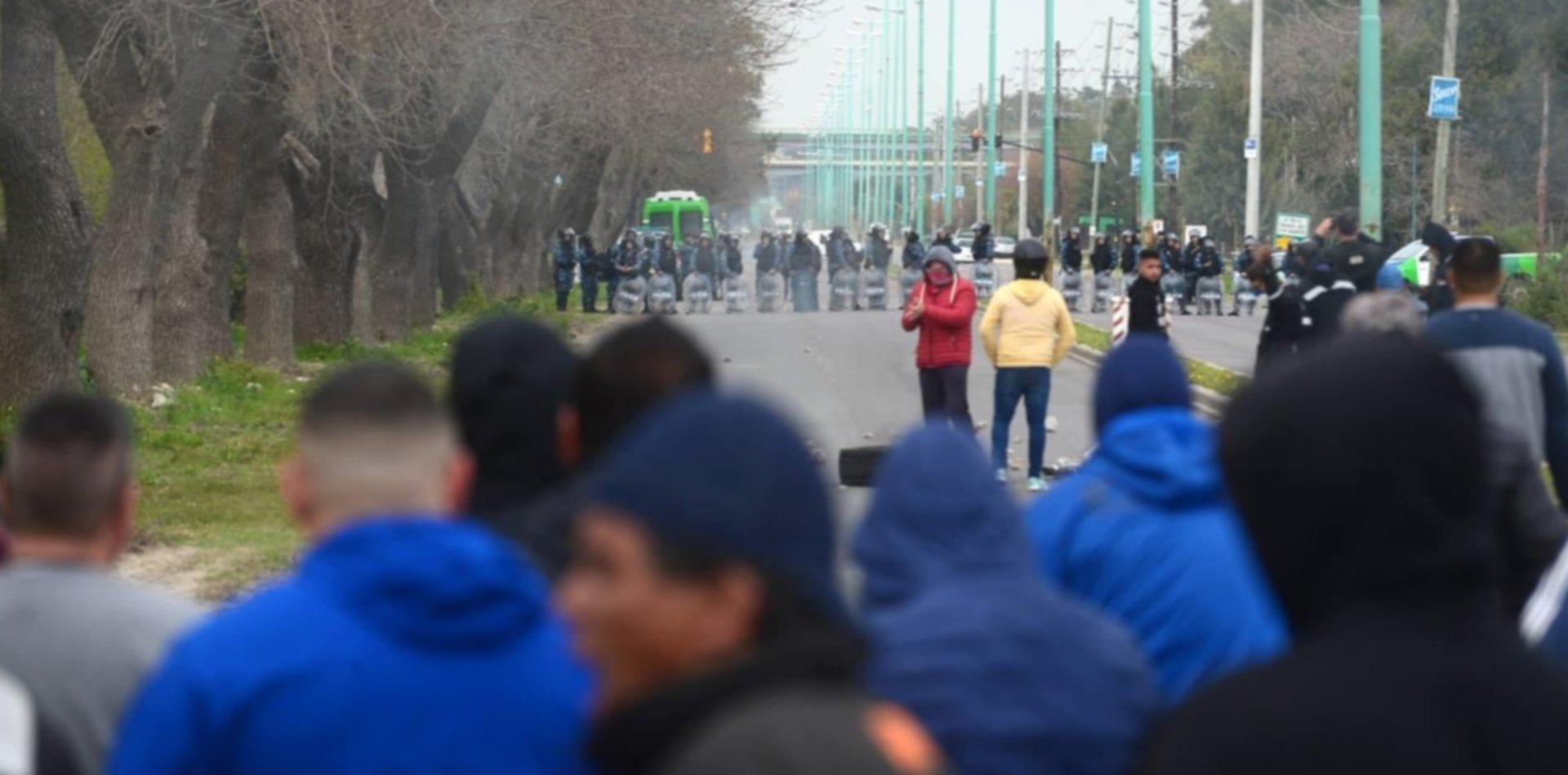 VIDEO: Así comenzaron los incidentes entre los trabajadores de la UOCRA y la Policía
