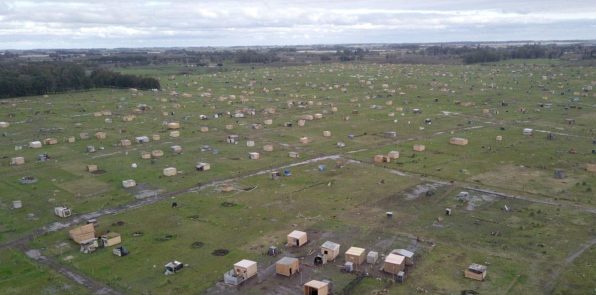 Desde el aire, así se ve la toma del ex club de planeadores de Los Hornos