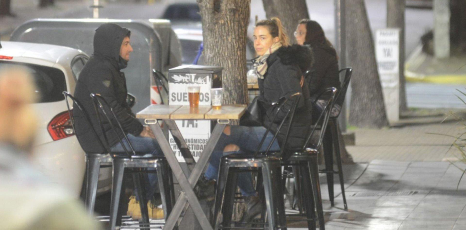 Garro confirmó que los bares y restaurantes de La Plata pueden atender en las veredas