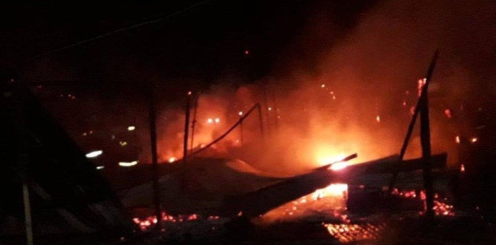 Incendio y tensión en Melchor Romero a metros de donde mataron a golpes a un hombre