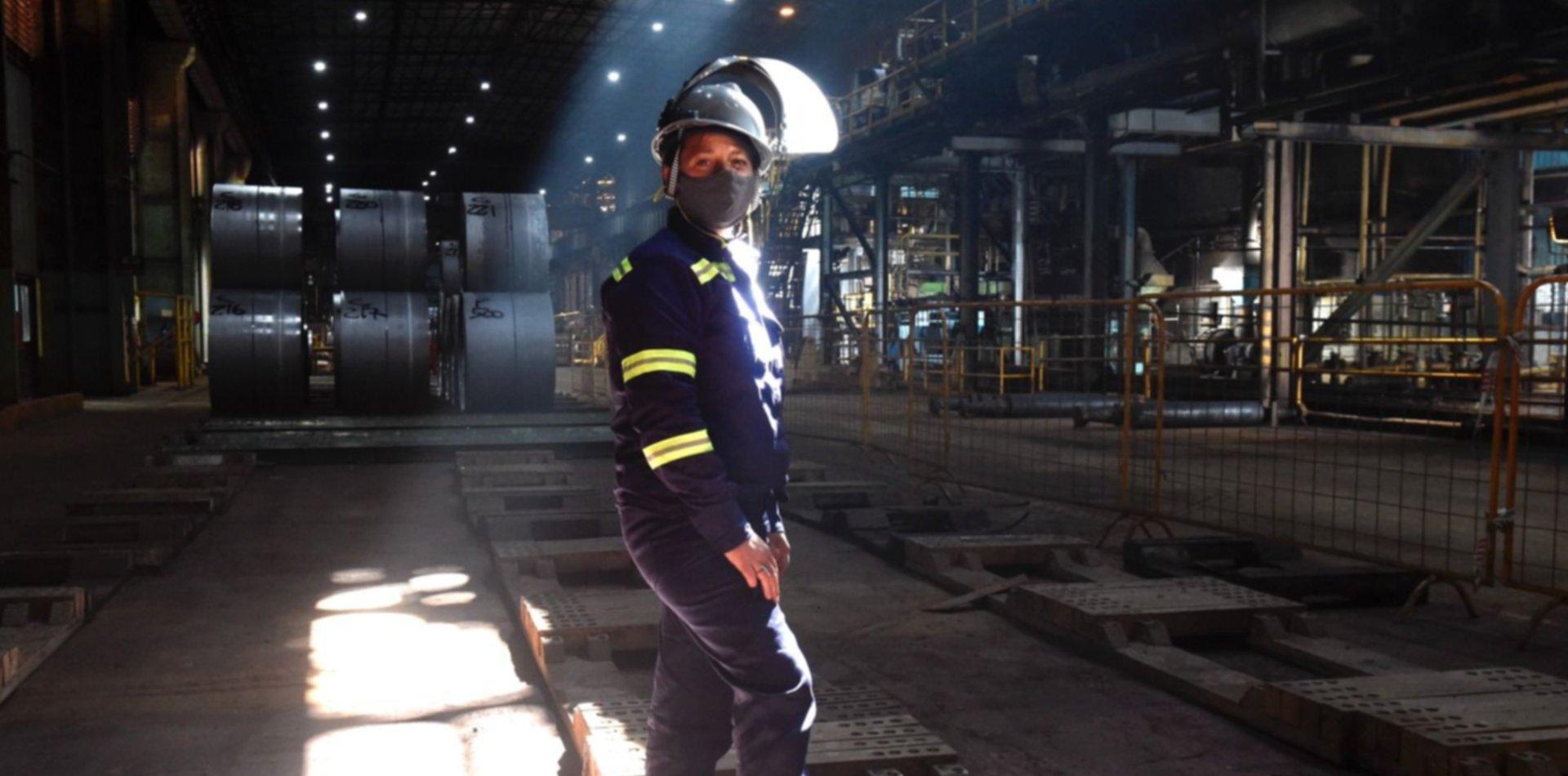 Por primera vez en la historia, una mujer fue contratada como operaria en Ternium Ensenada