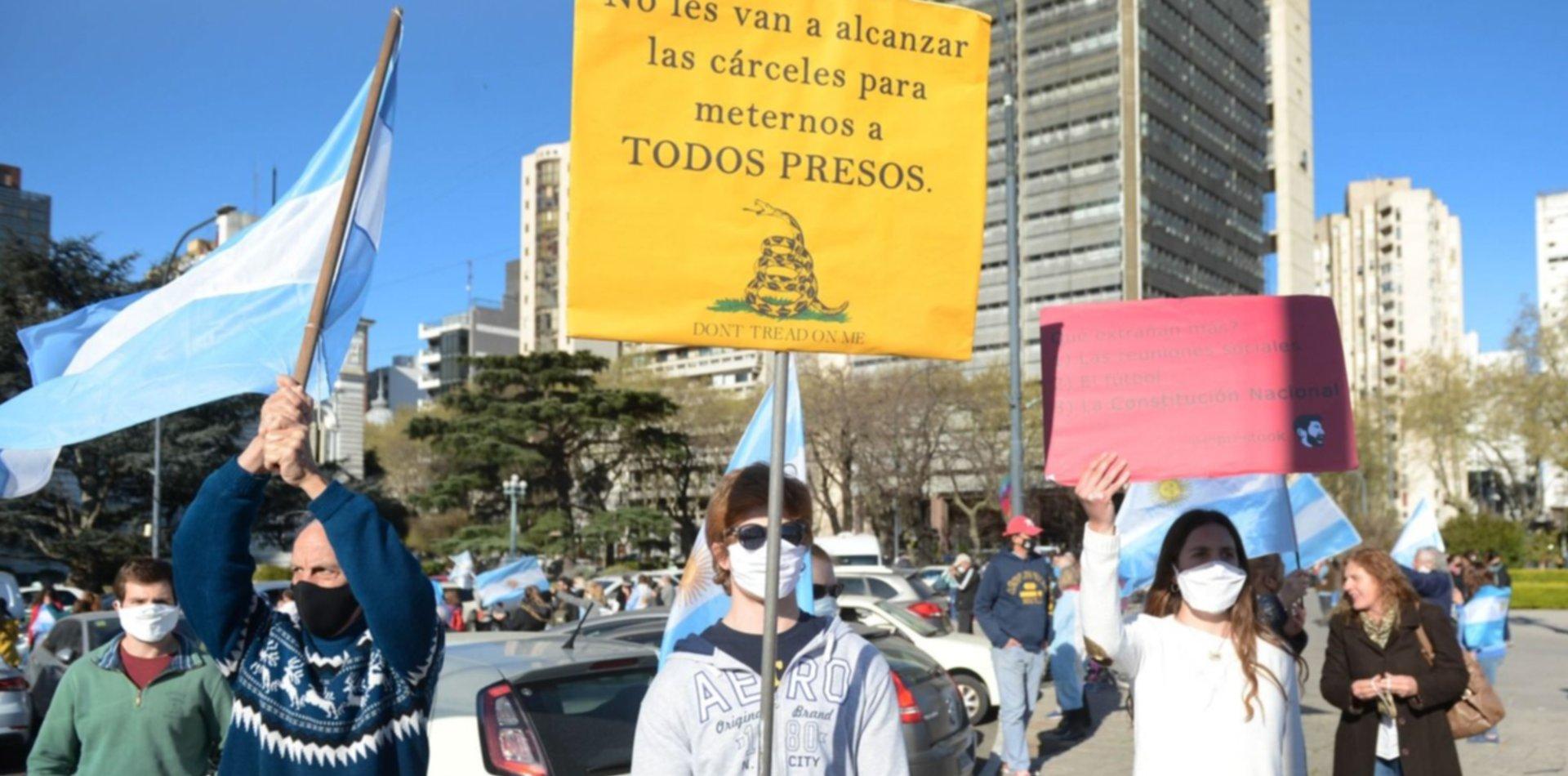 Videos y fotos de un nuevo banderazo en La Plata contra el Gobierno