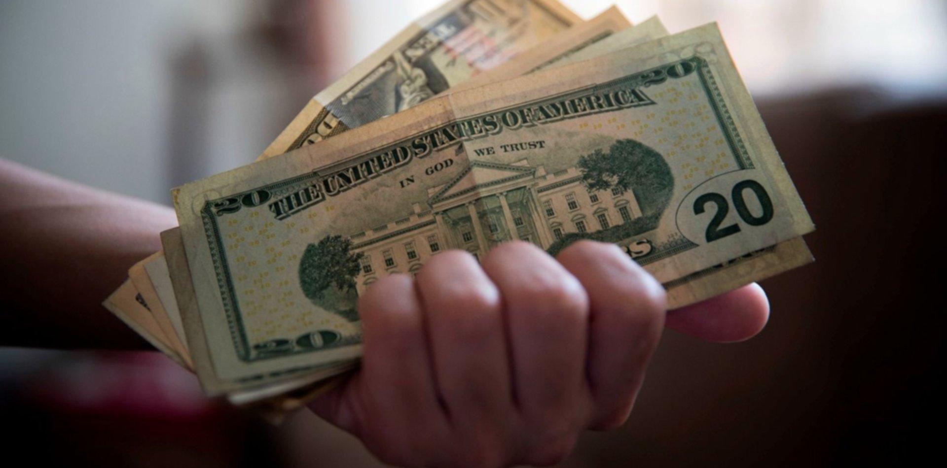 Los bancos vuelven a vender dólares: ¿cómo comprar y quiénes pueden hacerlo?
