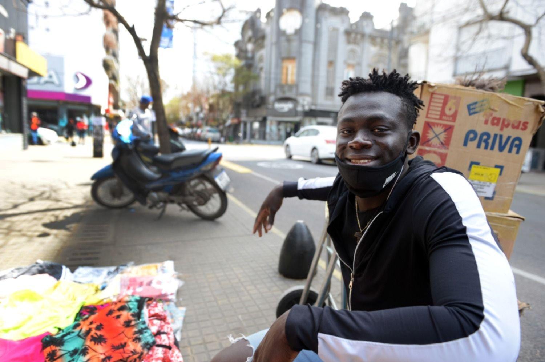 Jimy, el senegalés que vive en La Plata y se hizo youtuber para mostrar a su comunidad