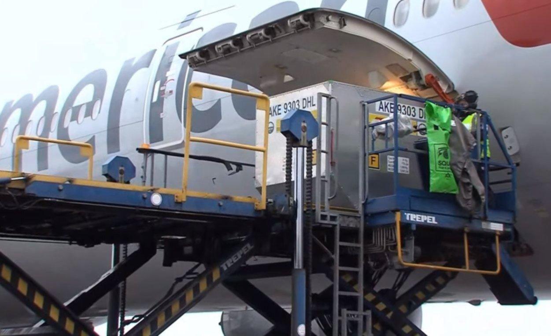 Aterrizó en Ezeiza el primer vuelo con vacunas del laboratorio Pfizer | 0221