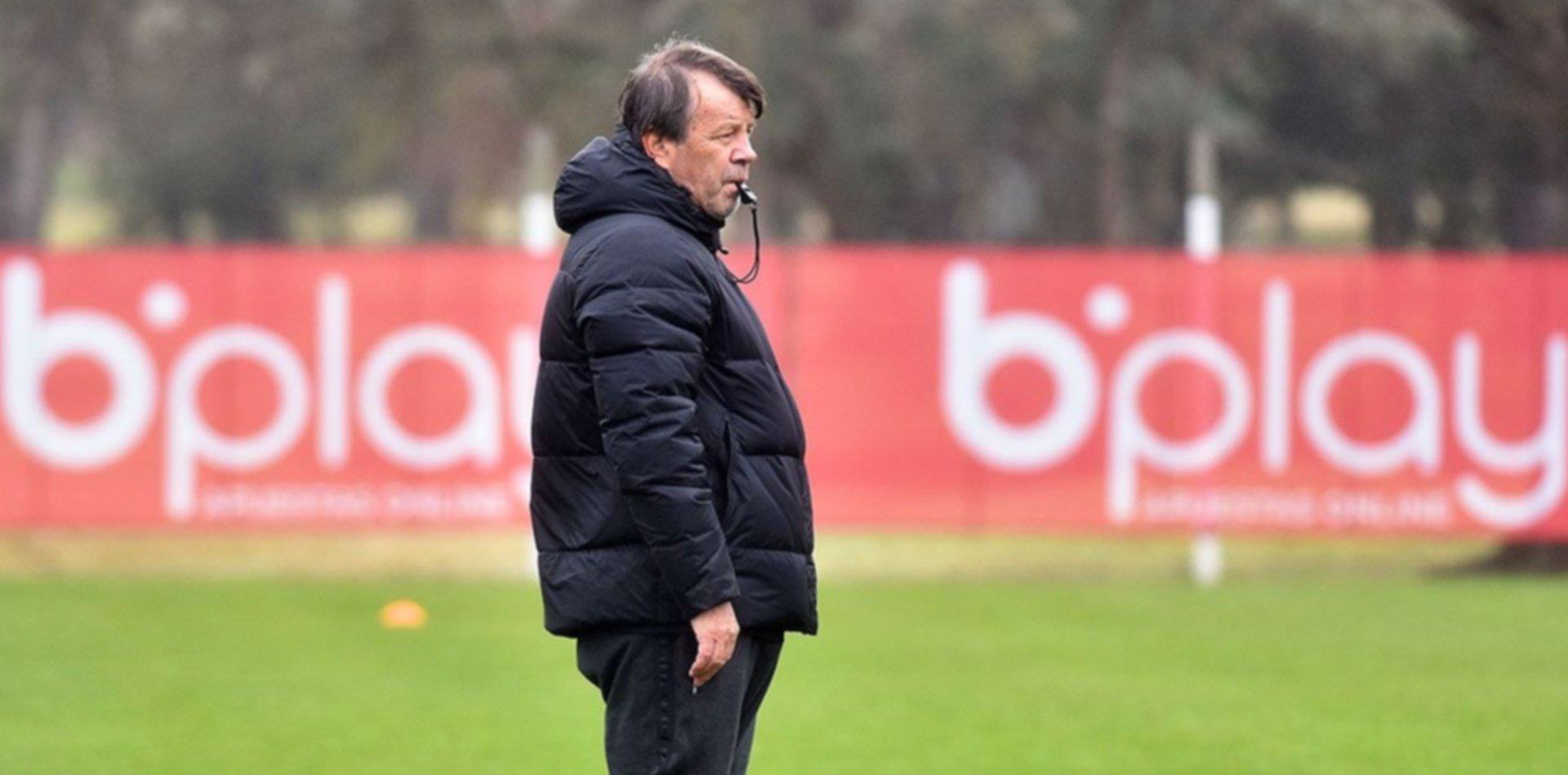 Estudiantes perfila el equipo para visitar a Unión y Zielinski mantiene algunas dudas
