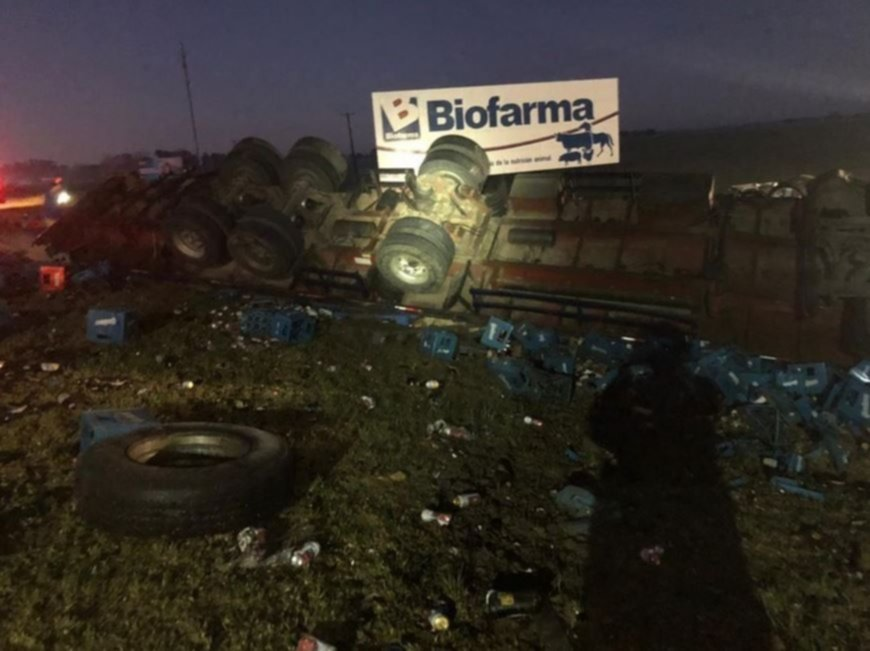 Cortaron la Ruta 2 por un choque entre un camión, una camioneta y un minibús