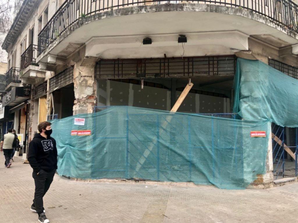 Clausuran una obra al borde del derrumbe en calle 12