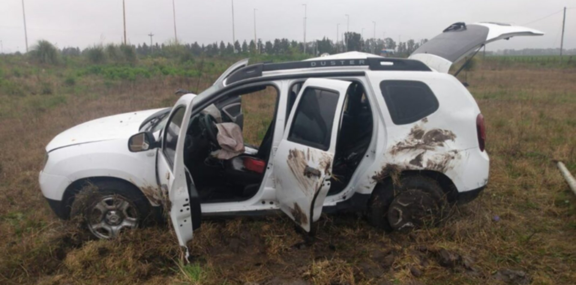 Accidente fatal: despistó con la camioneta, chocó contra la columna de alumbrado y murió
