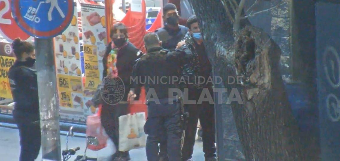 La Policía detuvo a un hombre por robar en un supermercado del centro de La Plata