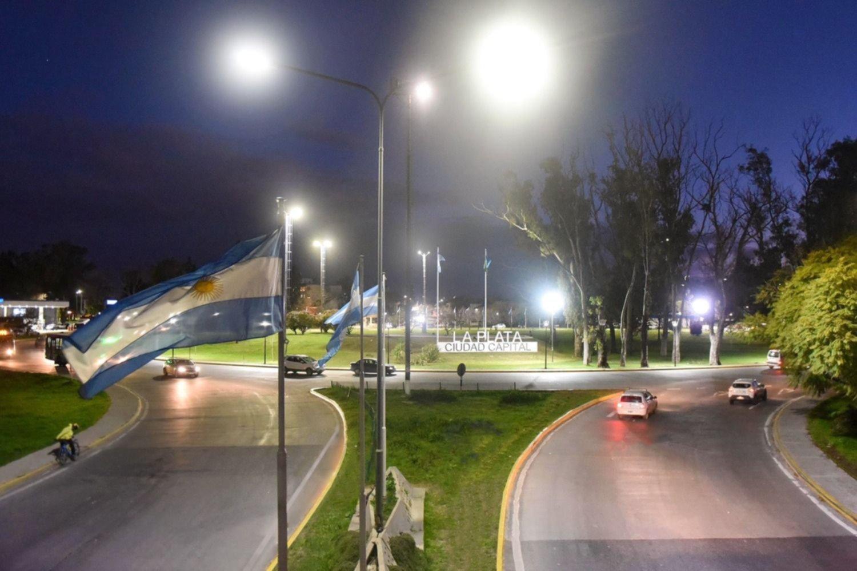 El Municipio instaló 30 columnas con luces LED en la rotonda de avenida 120 y 32