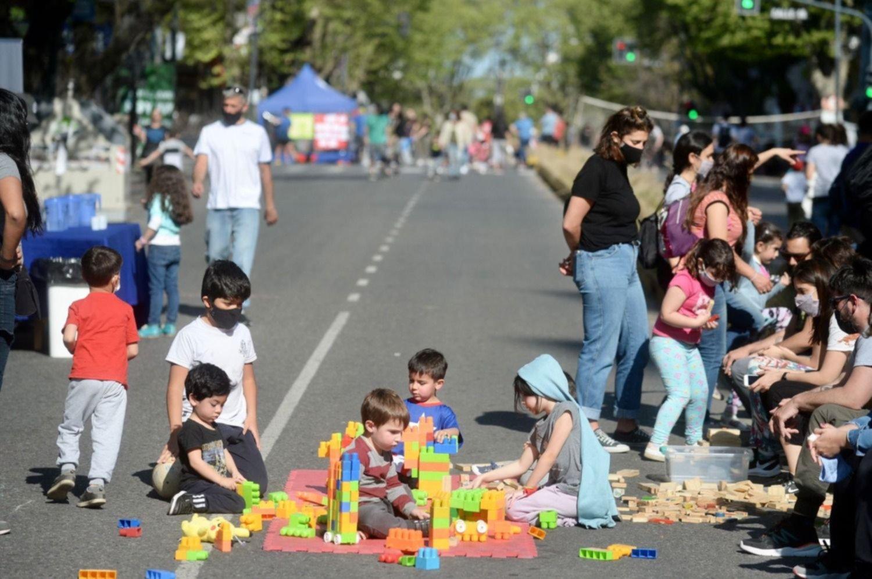 """Una avenida se convirtió en el """"Corredor de las Infancias"""" y lo vivieron los más chicos"""