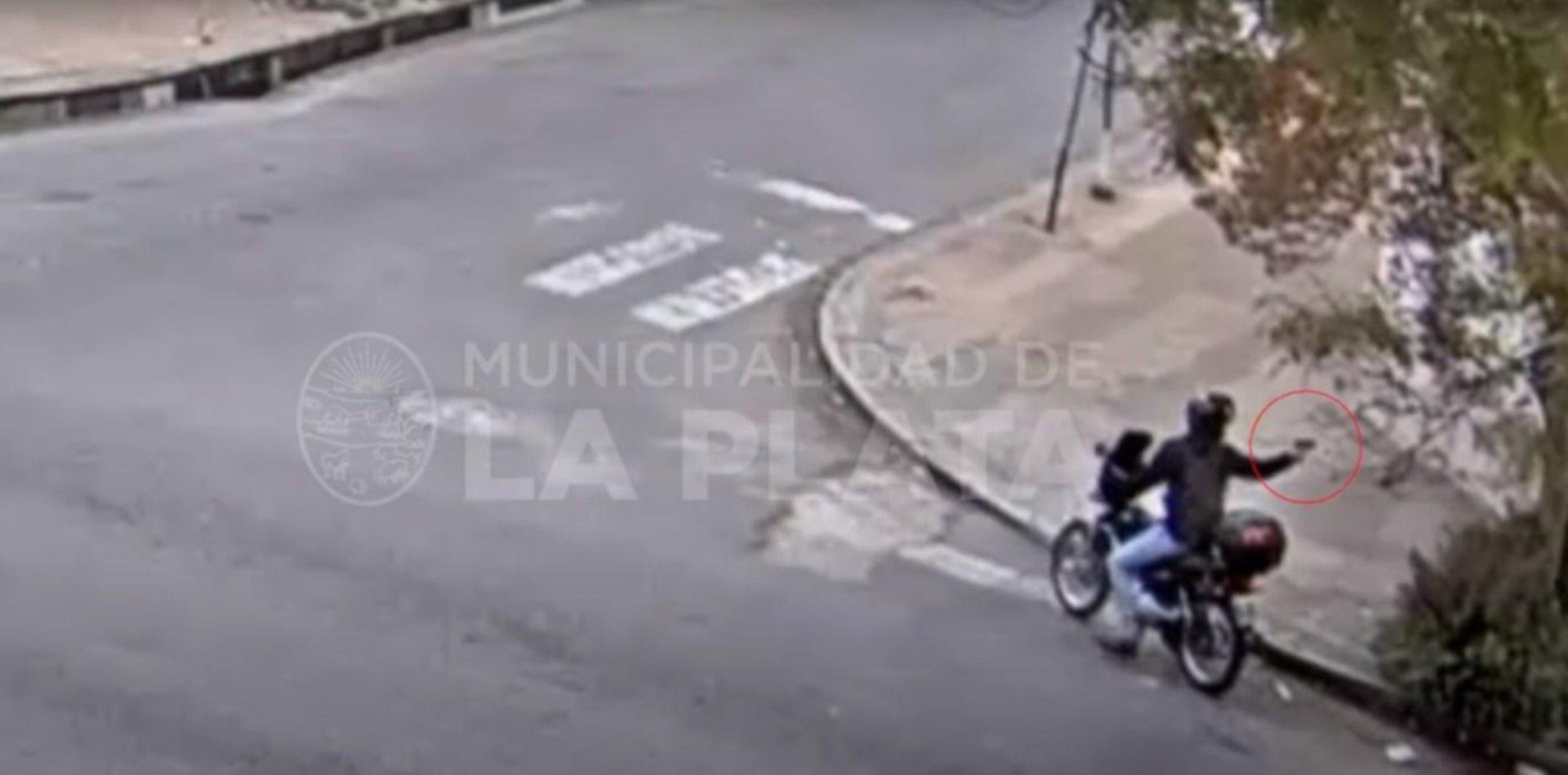 Tensión en La Plata: un policía de civil frustró un robo tras apuntarle al ladrón