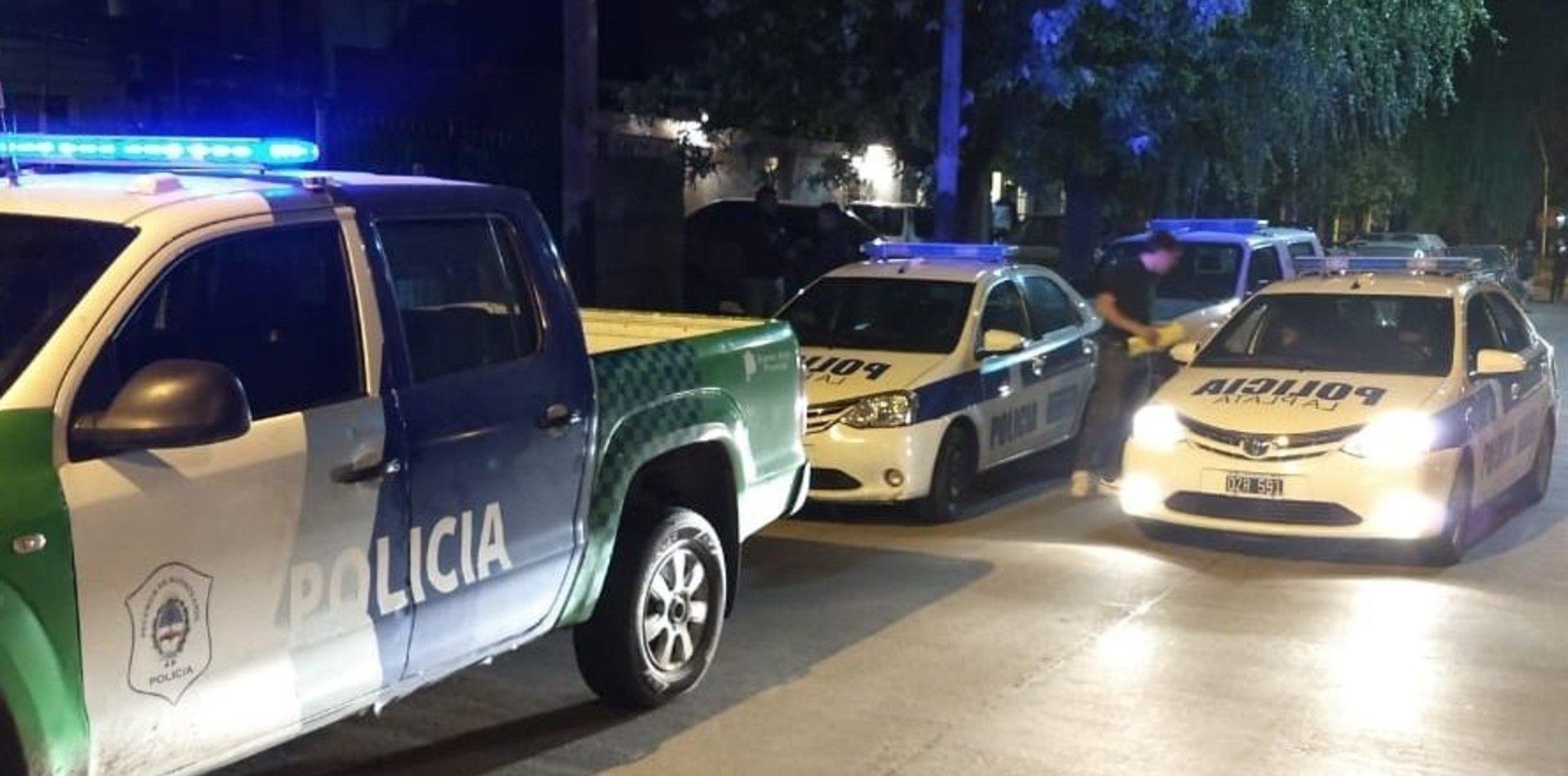 Entre amenazas, le robaron más de medio millón de pesos a un abuelo de 94 años en La Plata