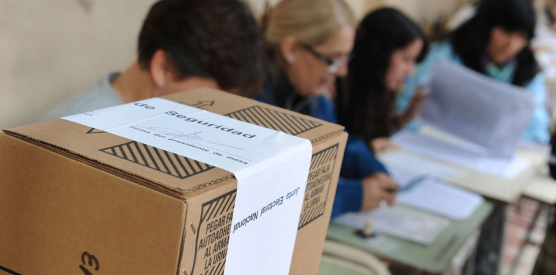 La Cámara Nacional Electoral pidió vacunar contra el coronavirus a las autoridades de mesa