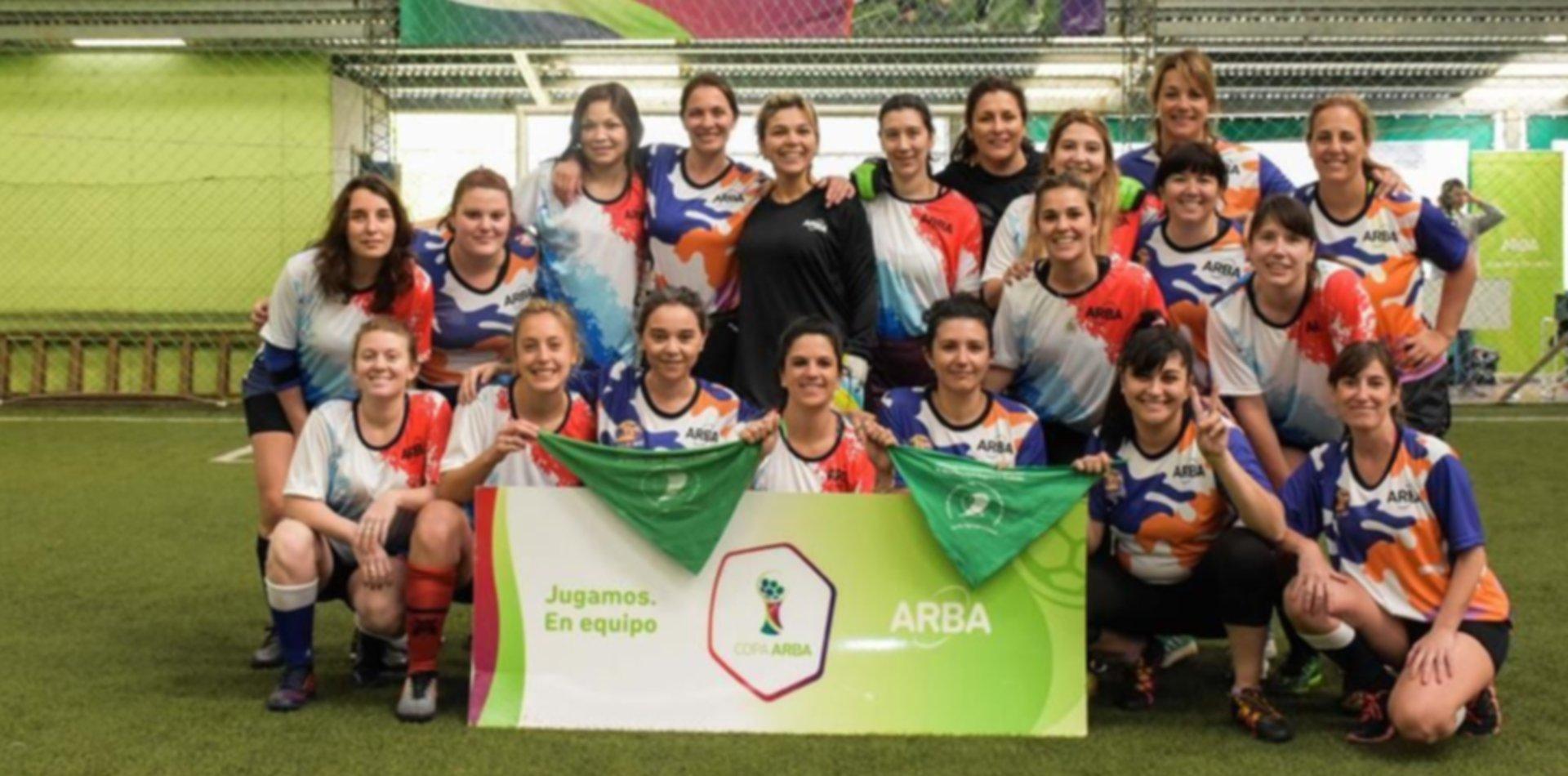 El fútbol femenino ya es profesional y también crece en ARBA