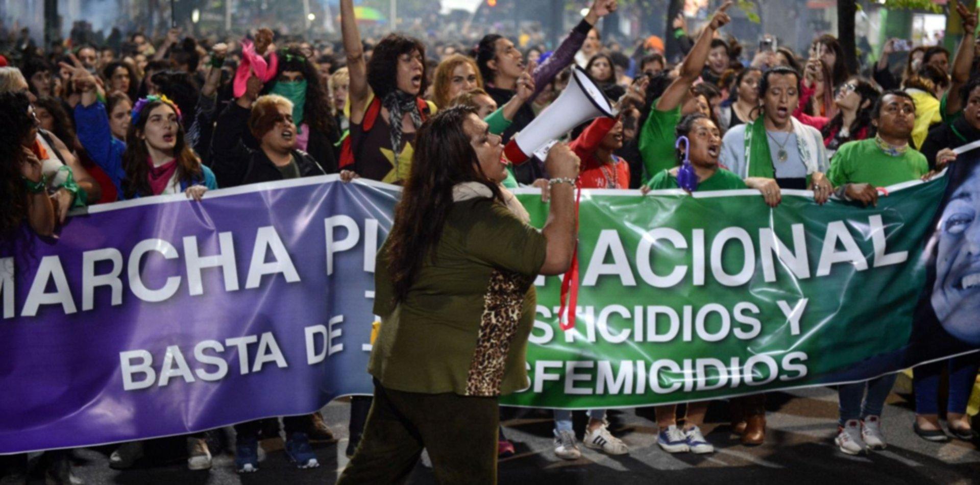 En una inmensa marcha, el Encuentro le dijo basta a los travesticidios y transfemicidios