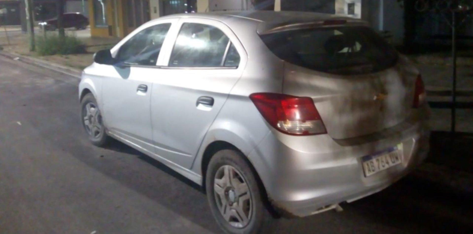Tensión en Los Hornos: intentaron robarse un auto con un bebé de un año adentro