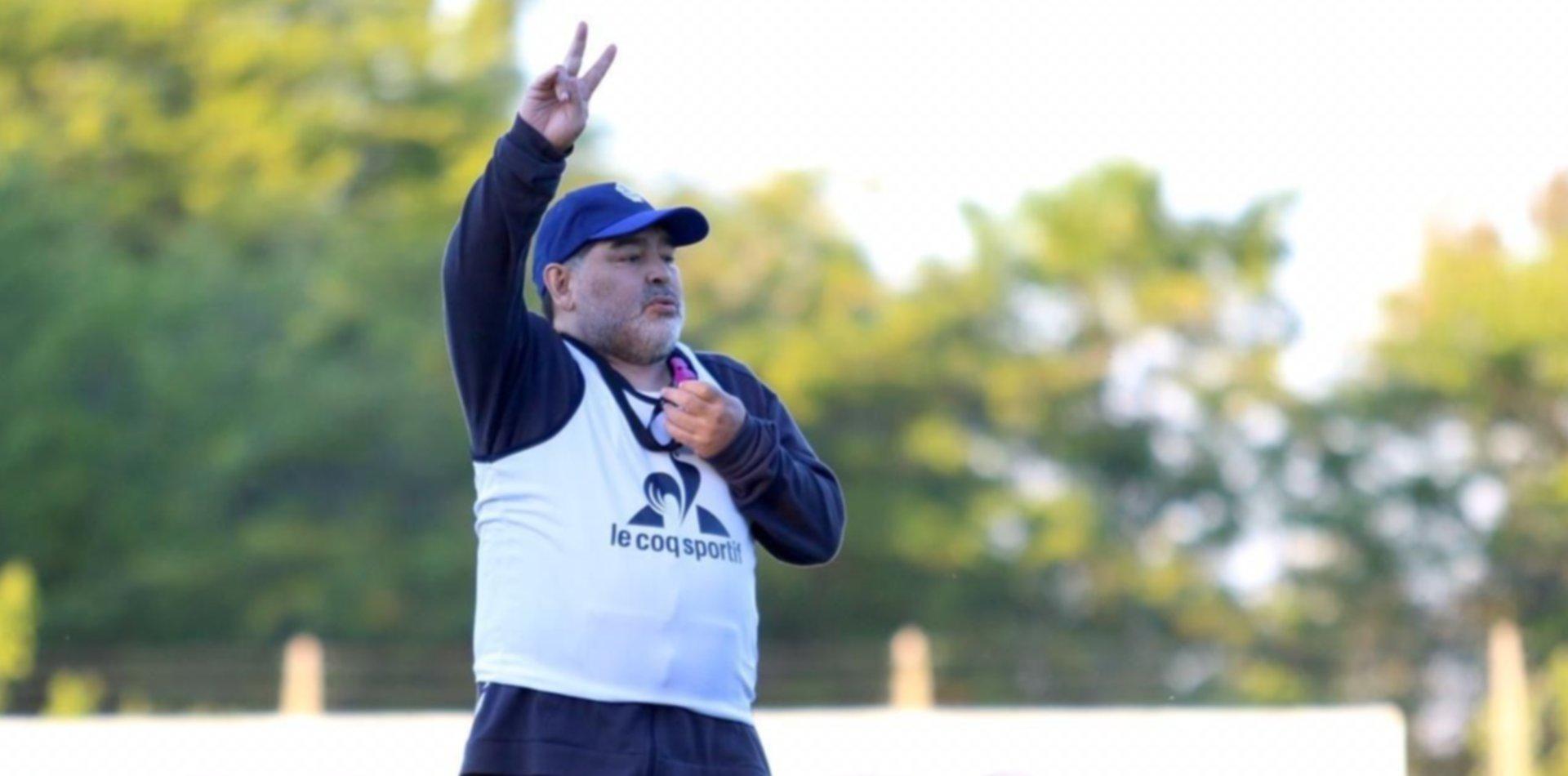 Maradona felicitó a los jugadores de Gimnasia por cuidarse y entrenar durante la pandemia