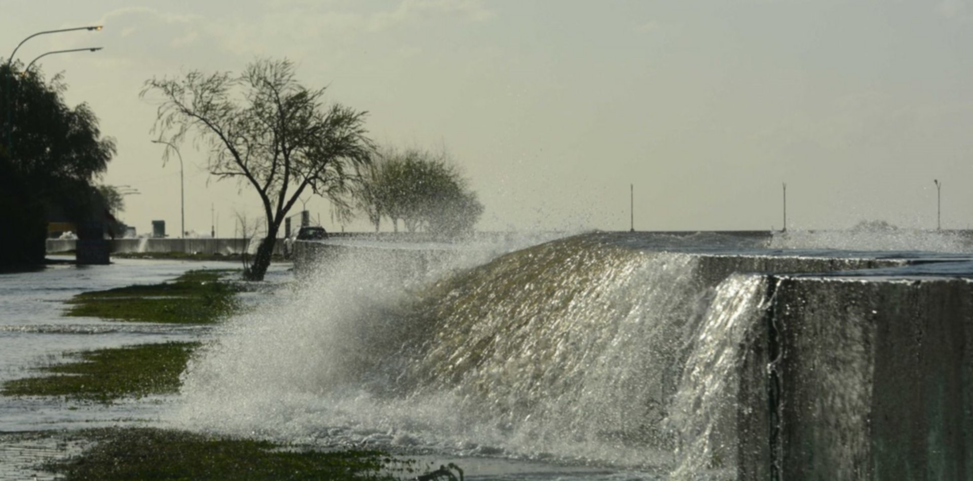 Tras las tormentas, hay alerta en la región por la crecida del Río de la Plata