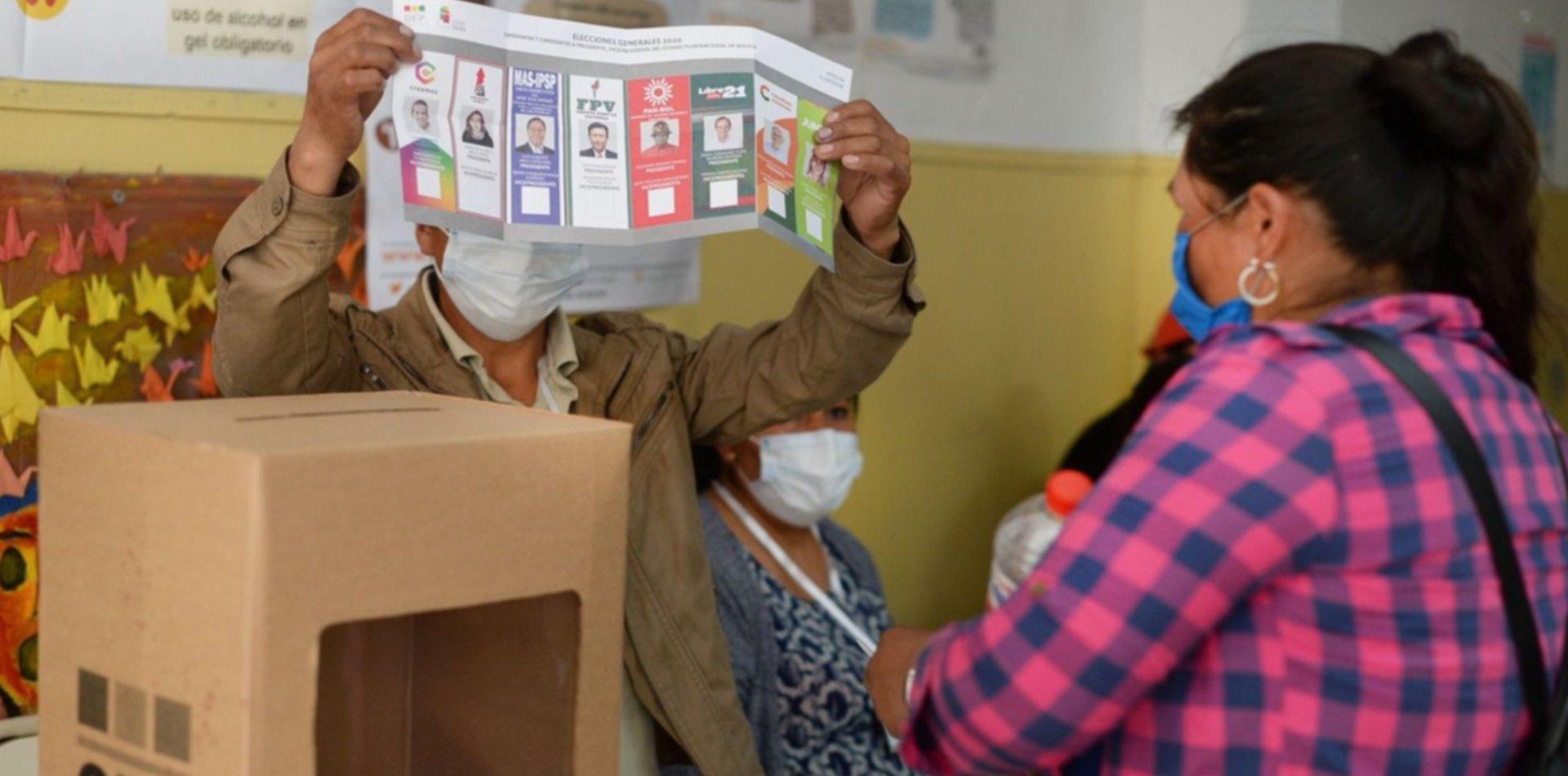 Los bolivianos que viven en La Plata participan para elegir al nuevo presidente