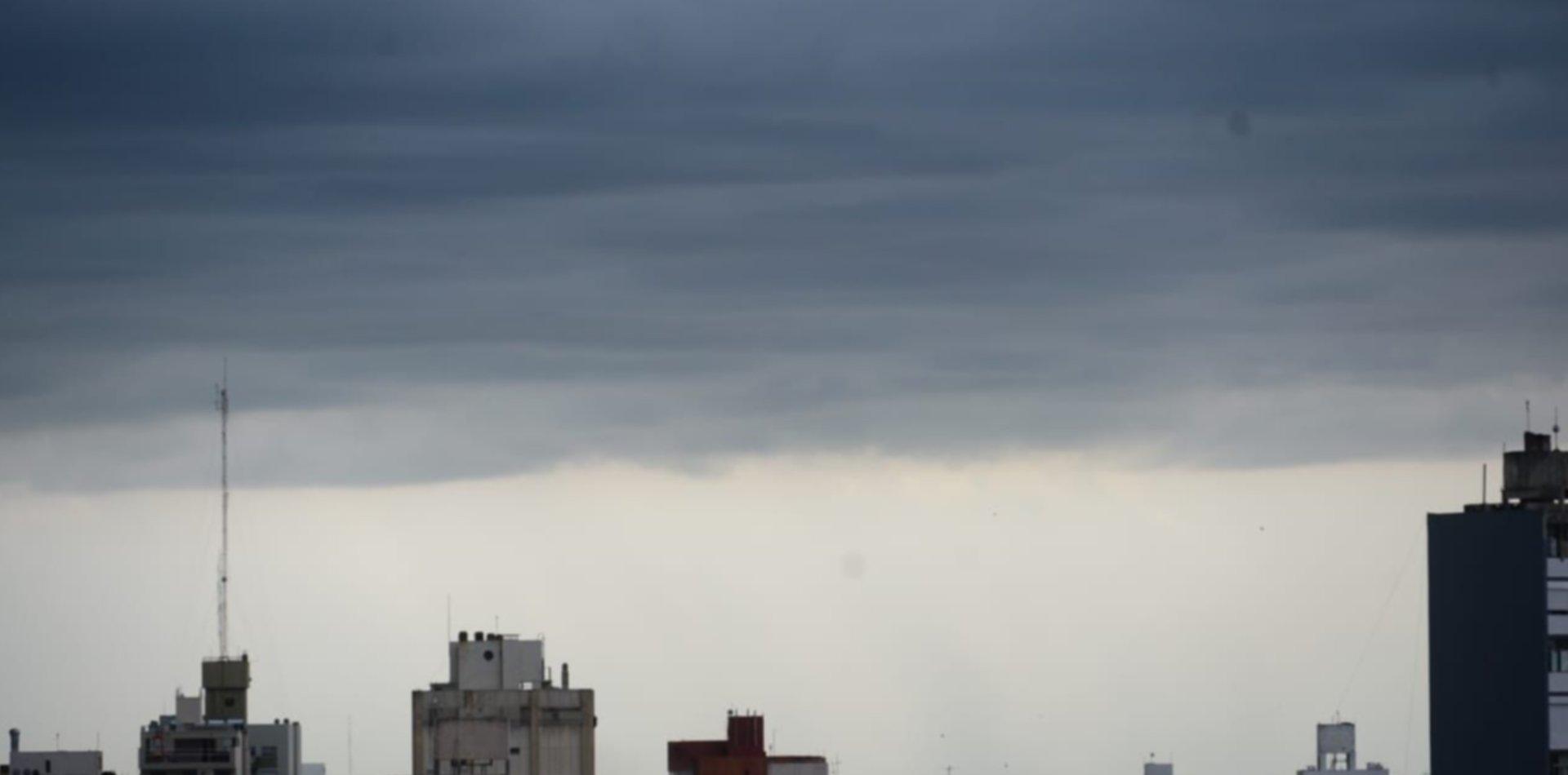 Hay alerta meteorológico en La Plata por fuertes tormentas y ráfagas de viento
