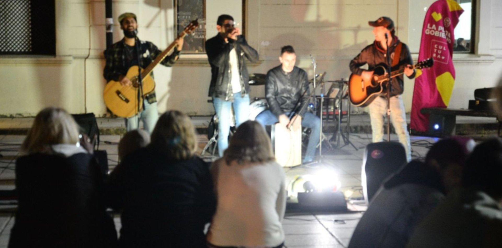 Cuatro plazas se convierten en escenarios al aire libre para 12 bandas de La Plata