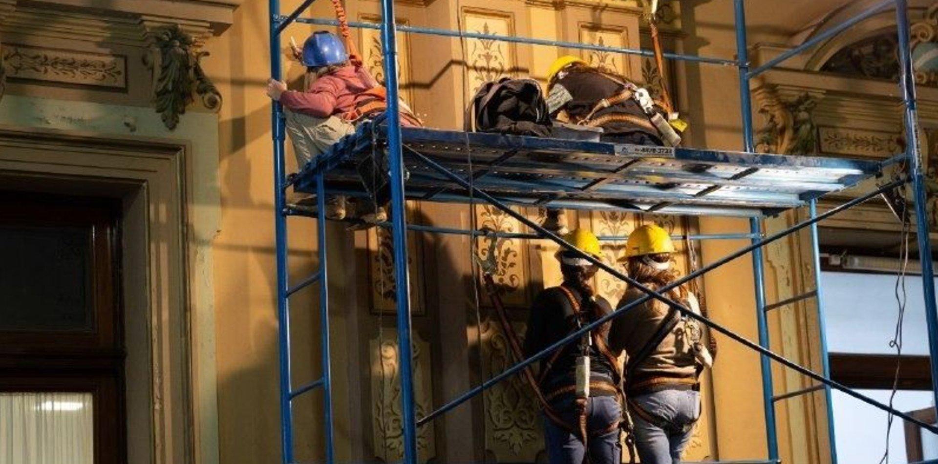 Provincia continúa con las tareas de restauración del interior de la Casa de Gobierno