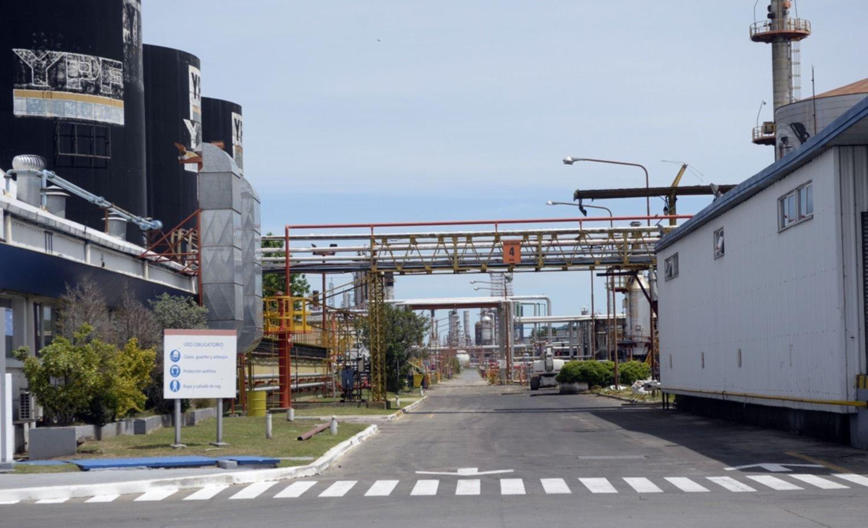 Conmoción en la planta de YPF: qué se sabe del hallazgo del operario muerto